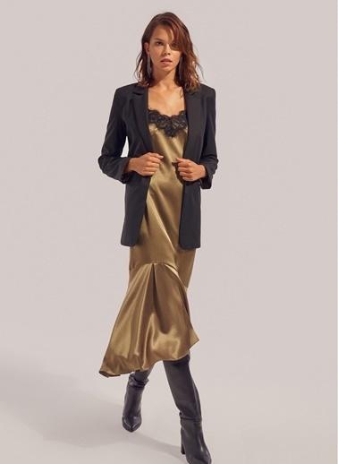Monamoda Dantel Detaylı Askılı Saten Elbise Haki